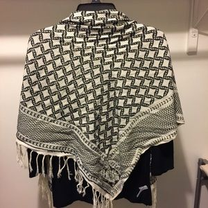 ISO! Square scarf black and cream, as pictured!!!